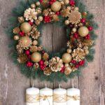 ideya-primeneniya-yarkogo-dekora-novogodnego-venka-svoimi-rukami.jpg